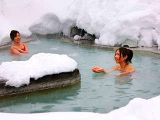 石庭露天風呂(混浴)で温泉を満喫。