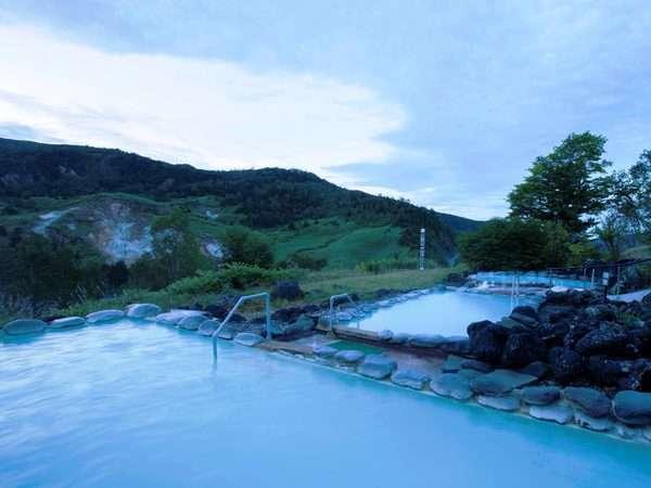 ご宿泊のお客さまは、万座プリンスホテルの温泉も無料でご利用いただけます(※利用不可日あり)。