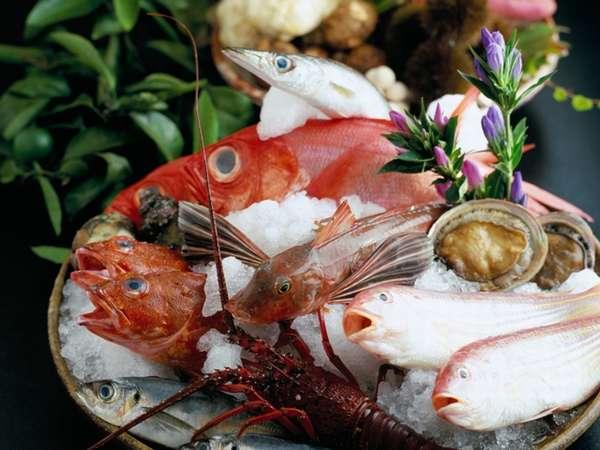 【海の幸で贅沢に】黒潮海鮮盛りを三種の食べ方で!+α~食事はプレミアムダイニング雲珠で~