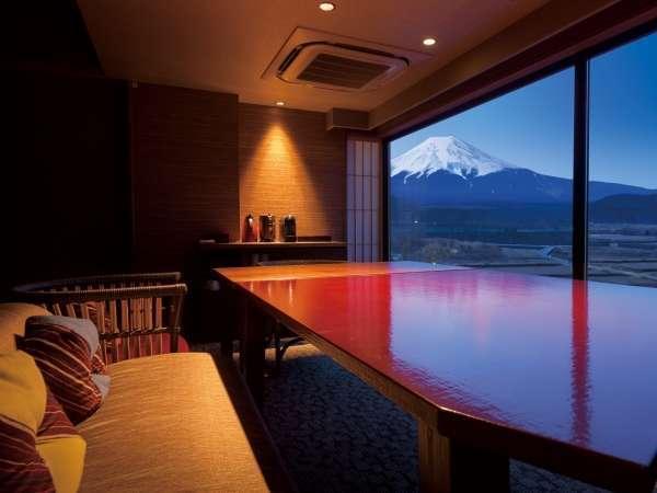 福地Bタイプ/リビングから望む富士山(写真は544号室)