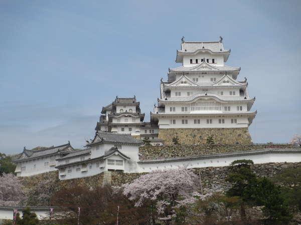 姫路城まで徒歩5分の好立地です