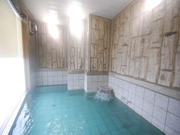 活性石人工温泉のお風呂で疲れを癒してください。【男女入替制】