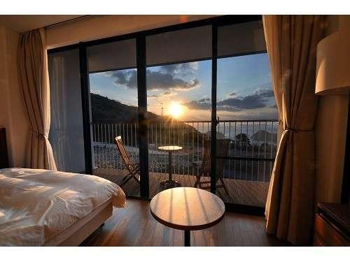 客室からの朝陽の眺め。
