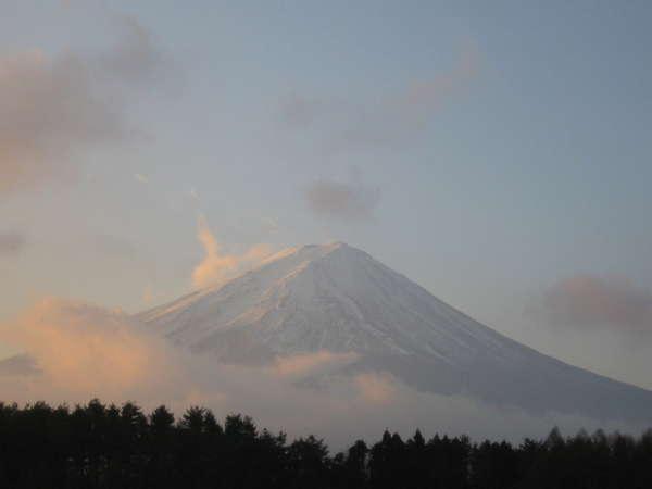 陽光に輝く富士山(洋室より)