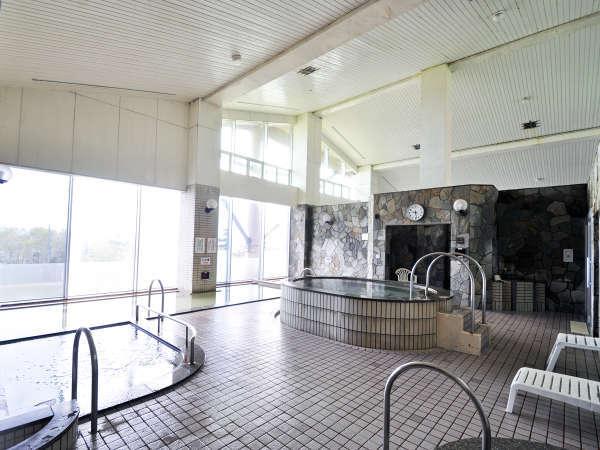 【大浴場】入浴時間は10:00~24:00、翌5:00~8:00(月曜のみ7:30)です。