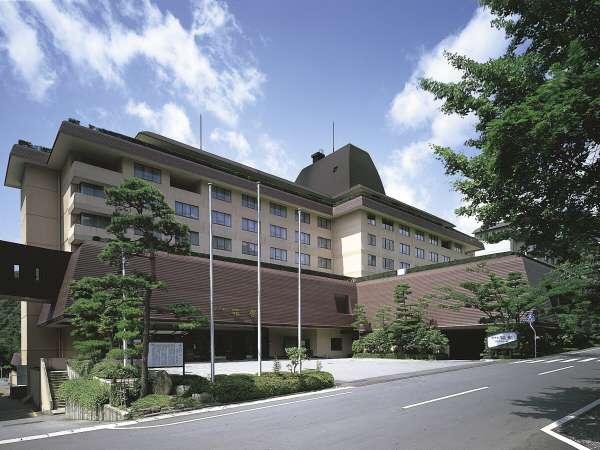 ホテル花巻 隣接するホテル千秋閣、ホテル紅葉館の中央に位置し、お風呂のはしごもらくらくです!