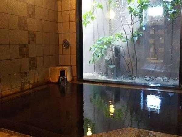 ◆天然温泉◆ご利用時間:15時~2時、5時~10時。源泉かけ流しの天然温泉です!(写真は男湯です)