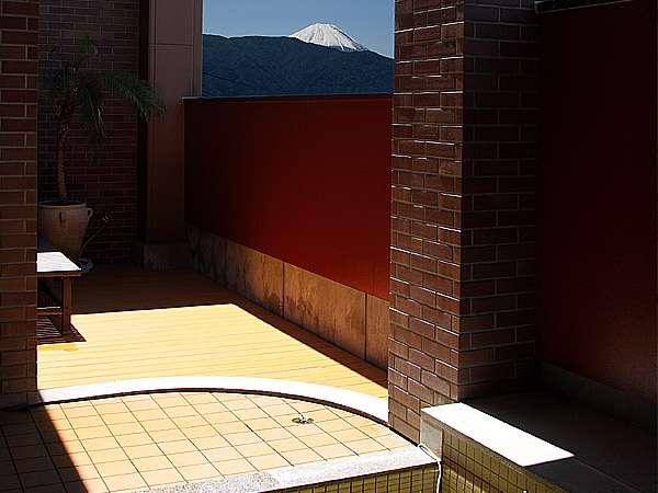 【温泉2階別棟:露天風呂】天気の良い日は富士山が眺められます♪