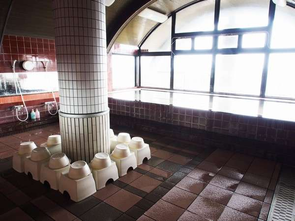 【展望浴場(男性)】《内湯》入浴時間は15:00~翌10:00となっております。