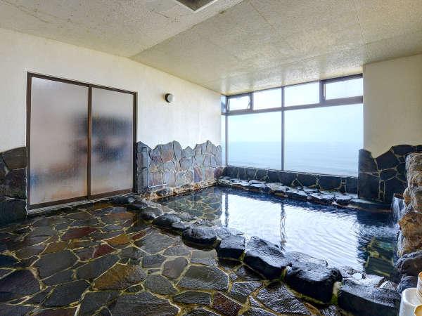 *【大浴場】時には荒波が押し寄せる、迫力満点の日本海も魅力!