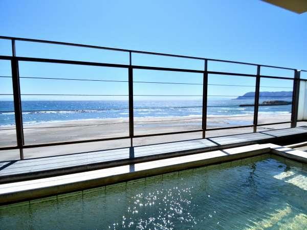 津軽海峡が一望のオーシャンビュー、オーシャンフロントの絶景が大浴場からお愉しみいただけます。
