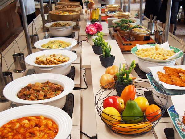 【週末限定】シーズンでメニューが変わる和食・洋食・中国料理ディナービュッフェ/一例