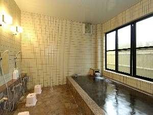 冨士の天然温泉と石風呂で体の心まで温まります