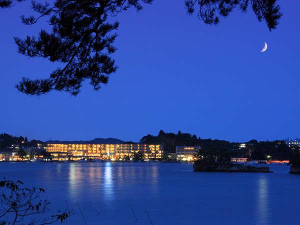 松島湾より松島センチュリーホテルを望む
