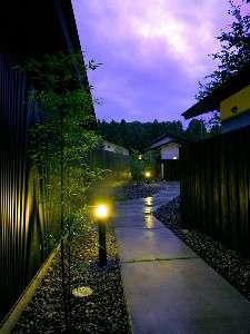 夕暮れの外観