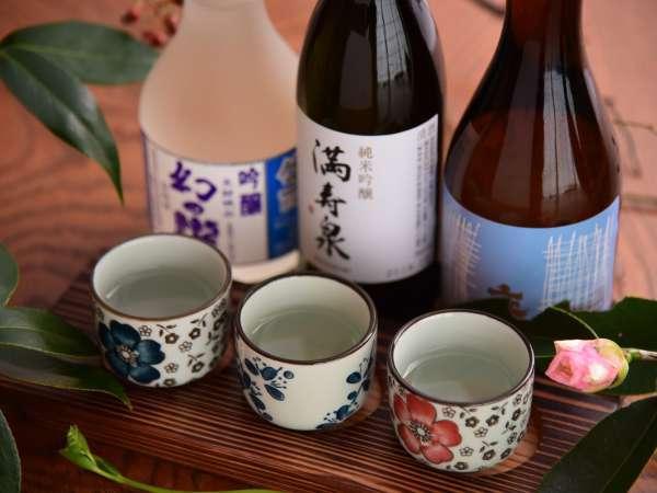 人気の「利き酒セット」。たなかやが位置する生地のお酒「幻の瀧」もお楽しみください!