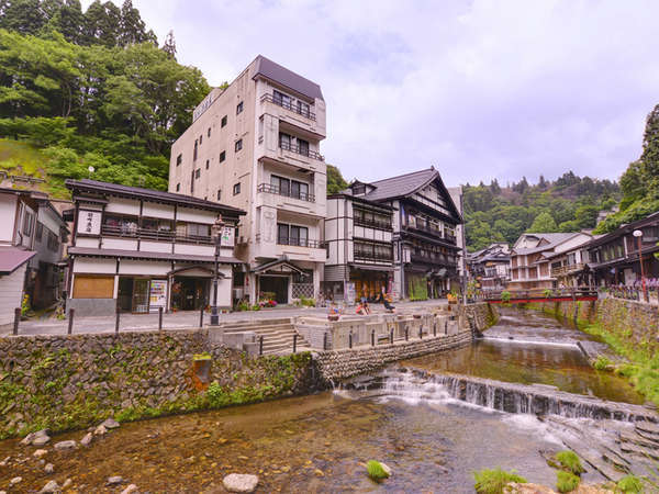 銀山温泉の宿 旅館 酒田屋の外観