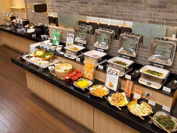 大分のご当地料理を盛り込んだ和洋ブッフェ。郷土料理をお楽しみください。