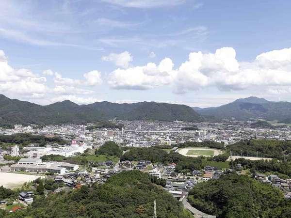 自慢の眺望♪武雄市内を望む絶景です。夜景もいいですが、昼間も気分爽快です♪