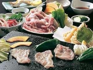 夕食は富士山の熔岩焼きをどうぞ。