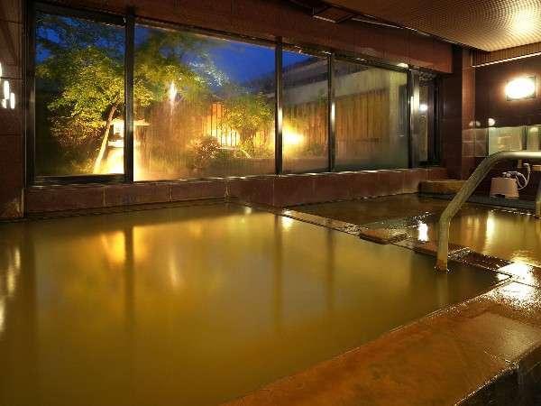黄金の湯が掛け流されている大浴場