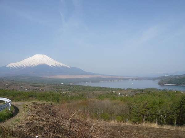 三国山からの富士山と山中湖