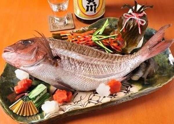 【春の大皿付祝い膳】料理長特製「桜鯛の大吟醸酒蒸し」で節目のお祝い/展望風呂付客室(60平米以上)