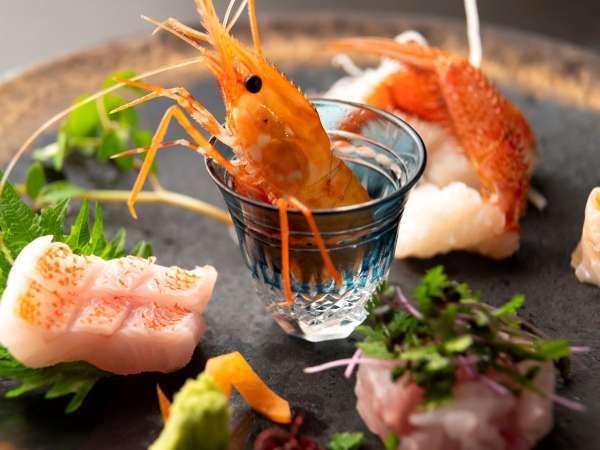 【湯相七席/七席の膳のお料理一例】海の幸もふんだんに取り入れます。