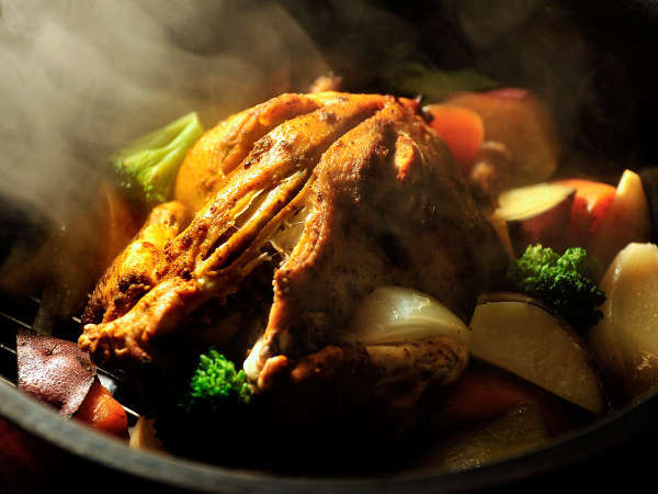 ダッチオーブン鶏の丸焼き 写真提供:じゃらんnet