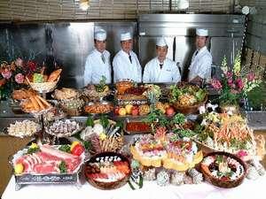 ☆50種類以上のお料理を取り揃えております☆その場で調理をしお出しするものもありますよ☆