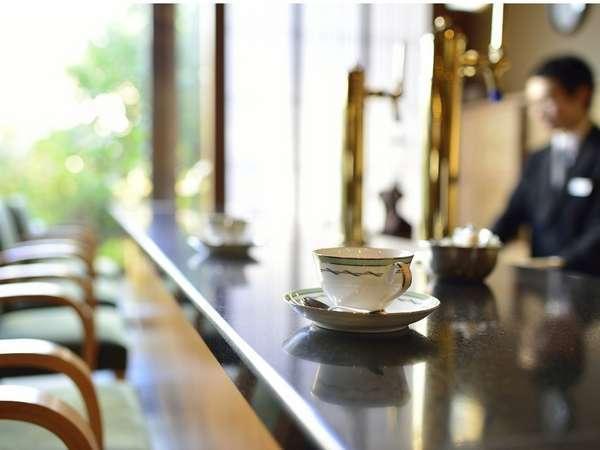 ラウンジにてコーヒーをどうぞ