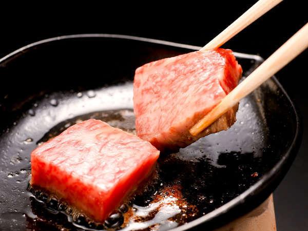 【お部屋食】 じゅわ〜と肉汁、とろける旨み!『神戸牛たっぷり120g鉄板焼会席』 商品No:4113j