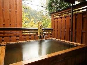○ご主人手造りの檜露天風呂(無料貸切できます)