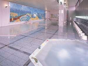 九谷焼陶板作品を一面に配した壁画大浴殿「四季ノ花園」