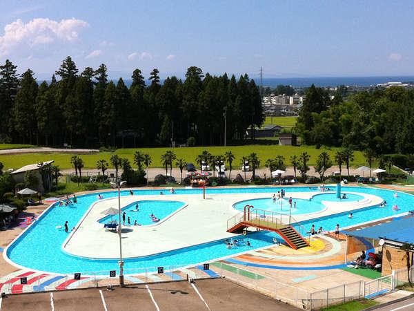 7月中旬~8月は屋外プール無料開放!