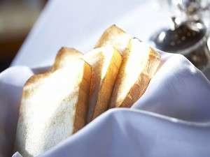 【モーニングブレッド】食パンやクロワッサンなどをご用意しております。