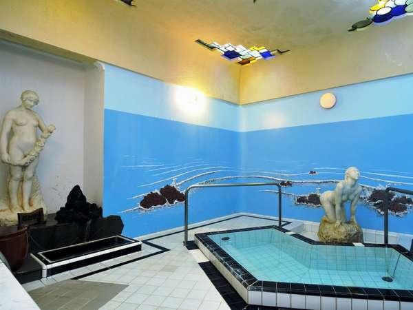 【貸切風呂】「マーメイドバス」(クラシカルな彫刻と、ステンドグラスが特徴的です)要予約:45分間¥2,160
