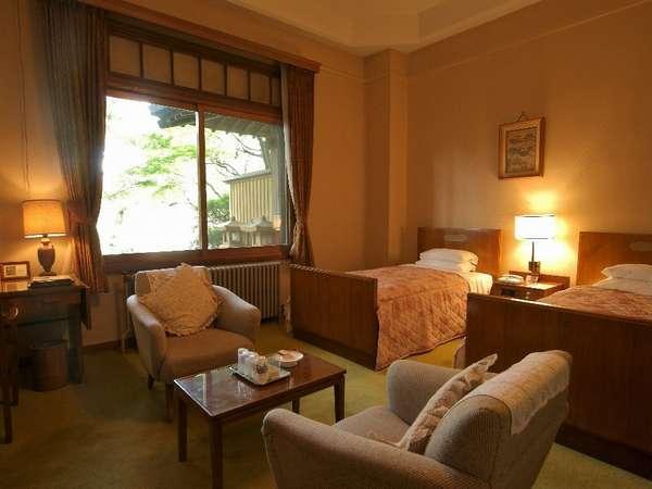 【花御殿】デラックスツイン・一例(35から40平米。お部屋によって広さ・インテリアなど様々です)