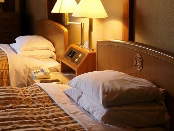 客室ベッド一例(クラシカルな空間で、ごゆっくりお寛ぎください)