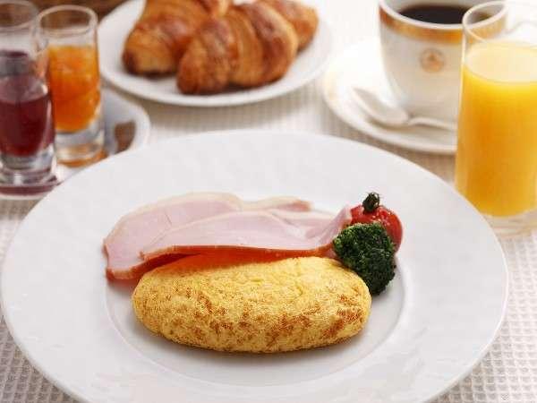 【アメリカンブレックファースト】選べる卵料理。オムレツはシェフの技が光る一品