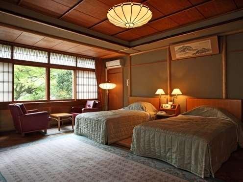 【スーペリアツインルーム】41平米(一例)~ふすま、ぼんぼりの様な電灯が日本文化を残す洋室のお部屋です~