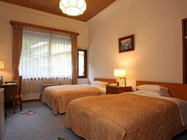 スタンダードツインルーム(一例)~22平米以上のお部屋です。温泉を全室に引いております~