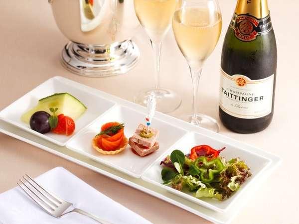 【プラン特典】「オードブル&フルーツ盛り合わせとシャンパン」をお部屋までお届けいたします!