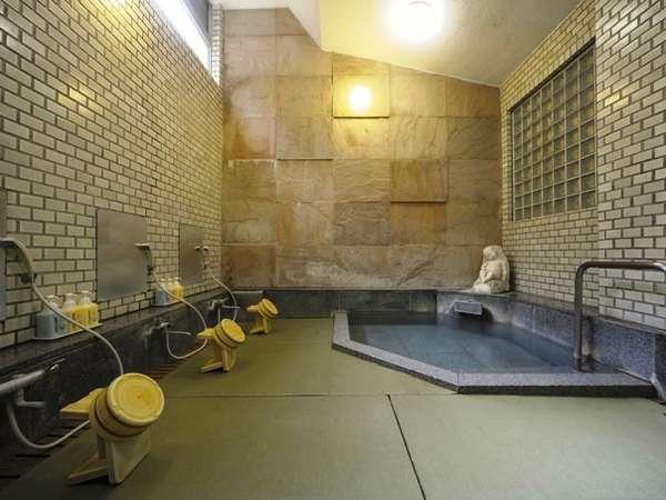 【温泉浴室:太閤湯】男性用(源泉かけ流し。定員3名様ほど。)床は水場専用の畳張り