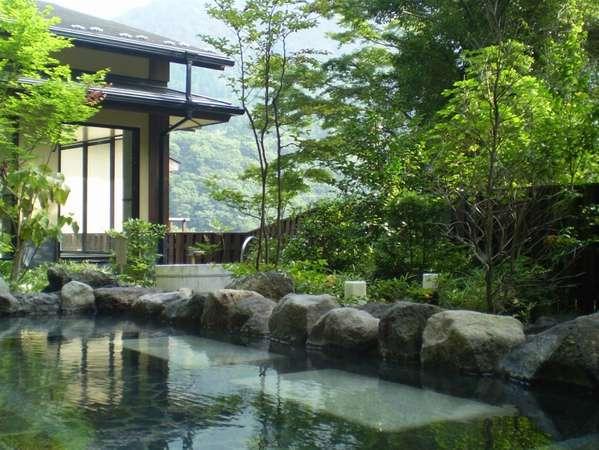 【周辺施設】日帰り温泉「てのゆ」の露天風呂からは四季折々の箱根の自然が楽しめます
