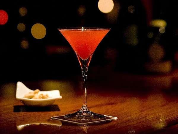 お食事後にはバーで寛ぐひと時を♪お1人様に1杯プレゼント