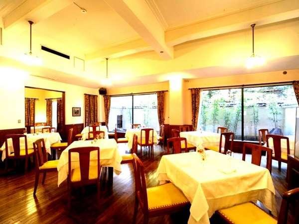 【レストラン・洋食】お子様連れのご家族にも人気。明るい雰囲気の店内で洋食メニューをご賞味ください。