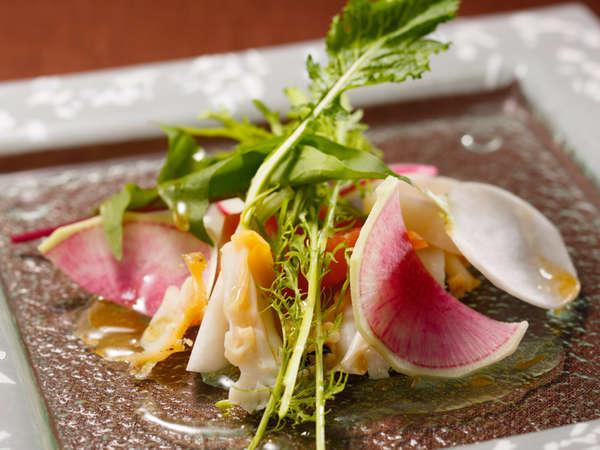 料理長おすすめディナー「セゾン」:海の幸のマリネ 柚子風味のヴィネグレット