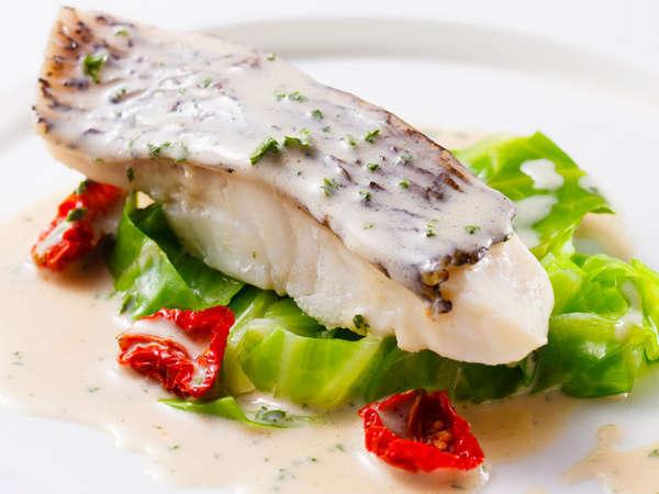 料理長おすすめディナー「セゾン」:真鯛のワイン蒸しとキャベツのエチュベ