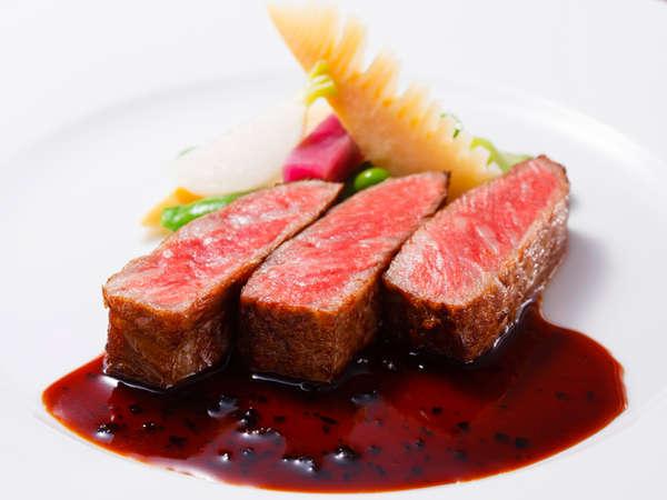 料理長おすすめディナー「セゾン」:牛ロース肉のソテー  トリュフソース